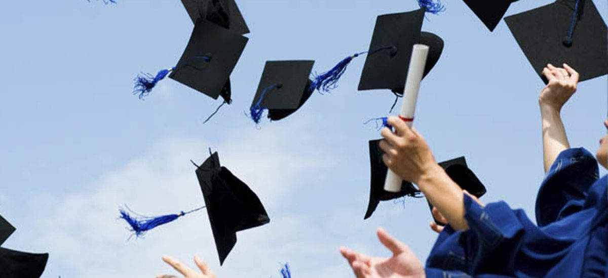 Antarkan Anak Berprestasi Hingga Lulus Kuliah