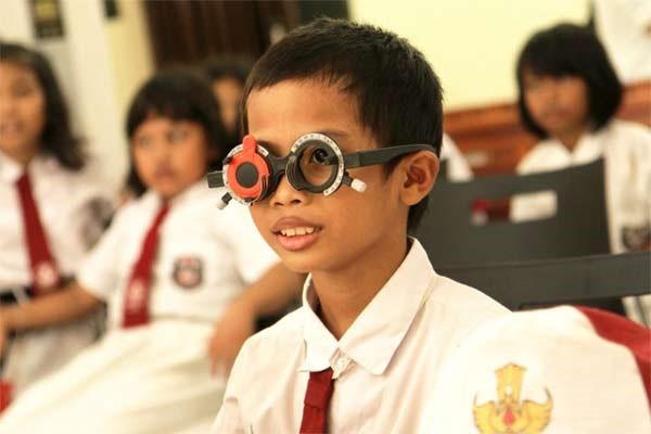 Kacamata Minus Gratis untuk Anak-Anak Indonesia