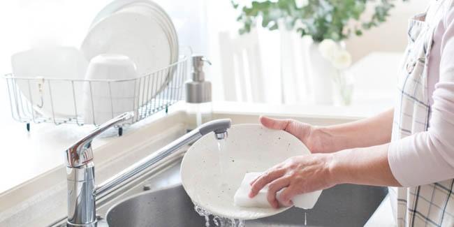 Inilah Cara Mencuci Piring Berminyak yang Cepat dan Tepat