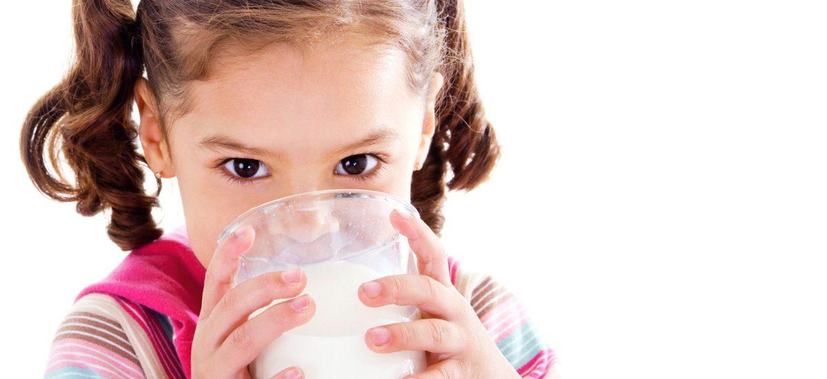 4 Tips Agar Anak Mau Minum Susu Demi Tumbuh Kembangnya