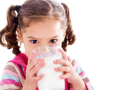 Tips agar anak mau minum susu
