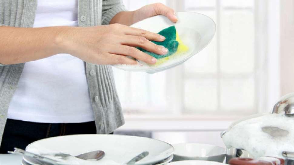 Ketahui Cara dan Urutan yang Benar Mencuci Peralatan Makan di Rumah